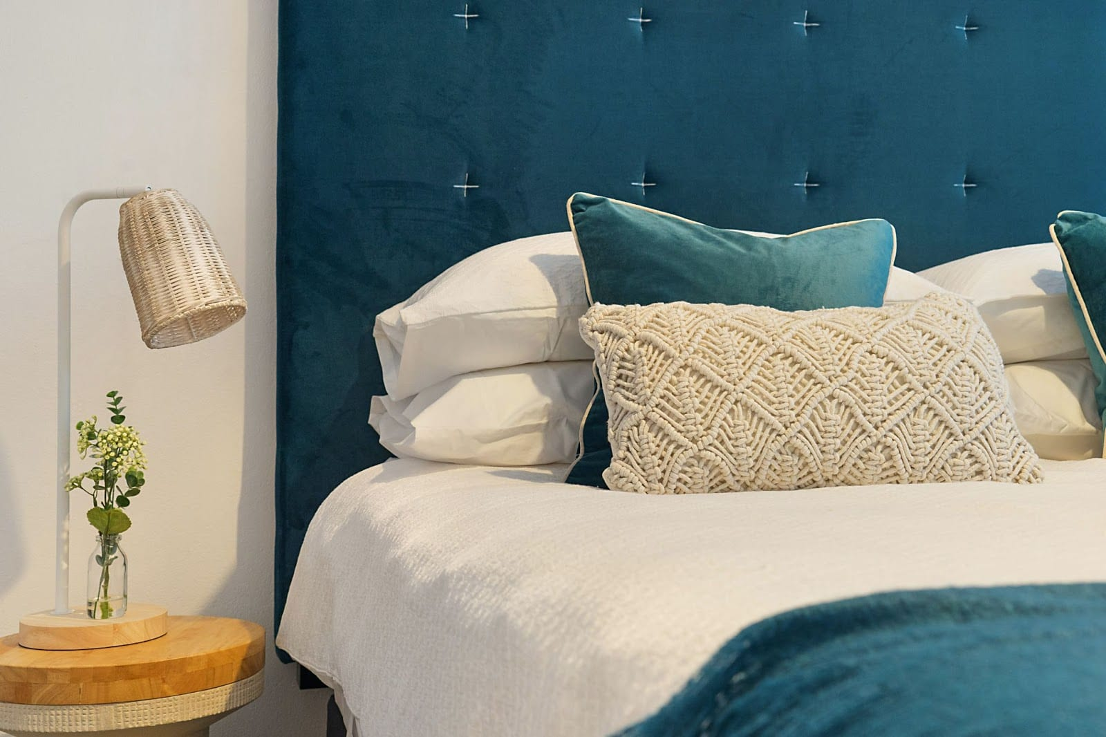 how-can-a-custom-upholstered-headboard-personalize-a-space_blend-home-furnishings